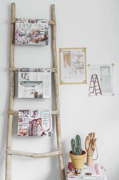 Huis: Decoratie - Decoration. ~Ladder van hout voor bijvoorbeeld tijdschriften~