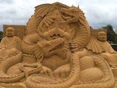 Sand Sculpture of two Dragons and Buddhas Ice Sculptures, Sculpture Art, Snow Fun, Grain Of Sand, Snow And Ice, Sand Art, Art Festival, Beach Fun, Oeuvre D'art
