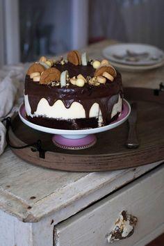 Nos ha encantado esta receta de tarta helada de chocolate y vainilla. ¡Perfecta para verano! Cake, Desserts, Food, Frozen Custard, Chocolate Sponge Cake, Birthday Cake, Cake Recipes, Sweet Recipes, Simple Cakes