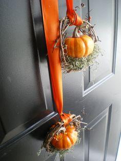 Autumn door wreath with pumpkin / door wreath autumn related great projects and id . - Herbstdeko - Autumn door wreath with pumpkin / door wreath autumn related great projects and id . Autumn Decorating, Pumpkin Decorating, Decorating Ideas, Mini Pumpkins, Fall Pumpkins, Fall Wreaths, Door Wreaths, Grapevine Wreath, Primitive Fall