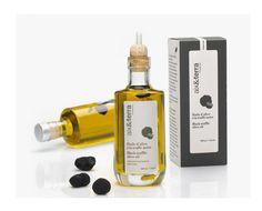 Aix & Terra propose une huile d'olive d'exception à la Truffe Noire. L'huile d'olive vierge extra provient de la région de Nyons tandis que la truffe noire (3.8g) vient de Provence. Chaque bouteille dispose d'un étui spécifique pour la protéger de la lumière et permettre sa parfaite conservation jusqu'à 24 mois. La bouteille comprend également…