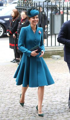 Kate Middleton Photos - Catherine, Duchess of Cambridge attends the ANZAC Day Service of Commemoration and Thanksgiving at Westminster Abbey on April 2019 in London, United Kingdom. - The Duchess Of Cambridge Attends ANZAC Day Service Duchess Kate, Duke And Duchess, Duchess Of Cambridge, Estilo Kate Middleton, Kate Middleton Style, Kate Middleton Pictures, Catherine Walker, Kate Middleton Prince William, Estilo Real