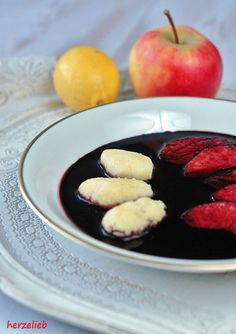 Fliederbeersuppe mit Grießklößchen nach dem Rezept von Oma - da wird dir warm!