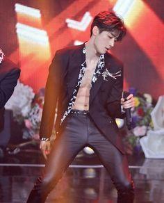 Viction seungwoo abs produce x 101 Korean Boys Hot, Korean Men, Paul Kim, Abs Boys, Love My Kids, Drama, Kpop Guys, Body Inspiration, K Idols