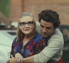Oscar Issac and Carrie Fisher on the set of Star Wars Episode 8 - The Last Jedi. Aww. He's so sweet