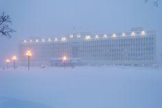 https://flic.kr/p/kdaN5X | Snowstorm in Yuzhno-Sakhalinsk (18.02.14) | Government house.