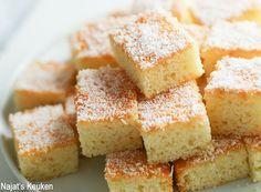 Wie kent nou niet de bekende Marokkaanse kokos koekjes? Mijn moeder maakt ze elk jaar weer opnieuwmet Eid Al-Fitr (Suikerfeest) en ben dan niet weg te slaan van haar overheerlijke koekjes. Ik bedacht… Raspberry Desserts, Pan Dulce, Arabic Food, Iftar, Beautiful Cakes, No Bake Cake, Baking Recipes, Sweet Tooth, Sweets