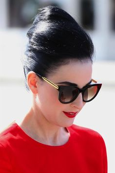 """Dita Von Teese usa o modelo """"Lively"""" de Thierry Lasry Star Fashion, Fashion Beauty, Face Fashion, Dita Von Tease, Shady Lady, Glamour, Victorias Secret Models, Pin Up Style, Beauty Trends"""