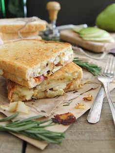 Pear, Bacon, and Brie Grilled Cheese - Part of a List of 27 Best Grilled Cheese Sandwiches! Sandwiches For Lunch, Soup And Sandwich, Sandwich Recipes, Steak Sandwiches, Grilled Cheese Recipes Easy, Ultimate Grilled Cheese, Grilled Cheeses, Chicken Recipes, Tacos