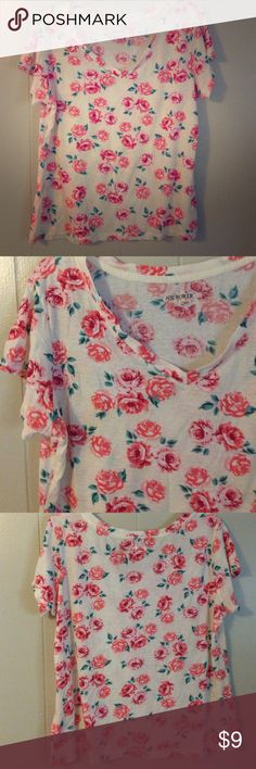 Floral V-Neck Tee Never worn! Very pretty v-neck floral tee. Size XL but runs small. Flowers are shades of red and pink with bluish green leaves. 💰 Bundle discount: 2-20% 3-25% 4+-30%. If you'd like to buy more/less than 3 items let me know before purchasing and I will adjust my settings for you. Tops Tees - Short Sleeve
