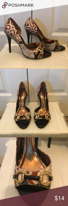 Carlos Santana Peep toe Cute peep toe heels! In great used condition. 4 inch heel. Carlos Santana Shoes Heels