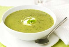 Creamy pea and watercress soup This is a really simple soup recipe, peppery and sweet and oh so healthy! The combination of pea and watercress makes a great tasting soup Sunday Recipes, Easy Soup Recipes, Detox Recipes, Easter Recipes, Gourmet Recipes, Dinner Recipes, Easter Food, High Protein Vegetarian Recipes, Healthy Recipes