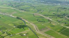 De kilometerslange hoogwatergeul langs de IJssel moet overstromingen in het gebied voorkomen. Vandaag wordt de geul officieel geopend. 23-2-17