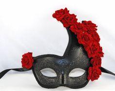 Masque de mascarade noire avec Roses rouges  par MadameMerrywidow