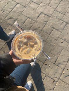Aesthetic Coffee, Aesthetic Food, Aesthetic Photo, Coffee Break, Iced Coffee, Coffee Time, Swag Girl Style, Girl Swag, Food Snapchat