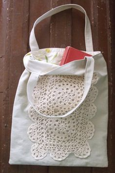 simple application d'un napperon vintage ou pas en crochet sur votre tote bag