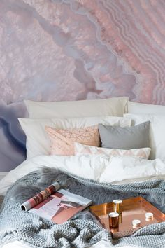 Cosy up in a beautiful blush pink bedroom with this stunning wallpaper mural. This geode wallpaper encompasses a myriad of pink crystallised patterns, making for a truly mesmerising and fun alternative headboard.