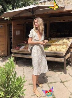 7 Chic Ways To Dress Like a French Women. How to style your clothing to achieve the classic Parisian chic look #frenchstyle #stlye #fashion #street #inspiration #blogger #casualchicstyle #casual #chic #style #casual #chic #style #classy<br> French Style Dresses, French Outfit, French Girl Style, French Girls, French Chic, French Decor, Outfit Designer, Designer Dresses, Dress Like A Parisian