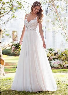 Soft, romantic, and light-as-air, this boho wedding dress from Stella York was made for the laidback, casually-cool bride. The bodice of this French tulle over matte-side Lavish satin gown is const… Fall Wedding Dresses, Boho Wedding Dress, Bridal Dresses, Wedding Gowns, 2017 Wedding, Wedding Ceremony, Wedding Dress Simple, Mermaid Wedding, Bridesmaid Dresses