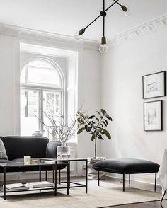 Wysokie minimalistyczne mieszkanie w nowoczesnym stylu. #createyourspace #interior #design #momastudio #createyourlivingroom