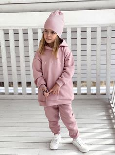 Tracksuit with hoodie for girls, Tracksuit with hoodie for boys, sport costume Baby Girl Fashion, Toddler Fashion, Toddler Outfits, Kids Outfits, Kids Fashion, Flower Girl Robes, Girls Tracksuit, Minimalist Kids, Little Fashionista