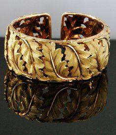 Buccellati thick gold cuff bracelet in a leaf motif