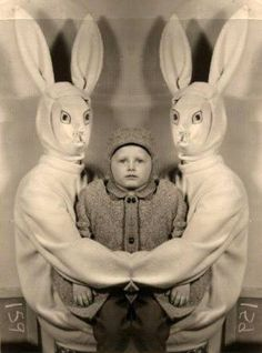 weird easter bunny What is wrong with these parents? Creepy Easter Bunny Pictures - Don't Show These to The Kids Images Terrifiantes, Easter Bunny Pictures, Memes Lol, Creepy Vintage, Creepy Pictures, Weirdest Pictures, Strange Pictures, Scary Photos, Funny Photos