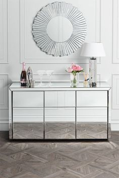 Living room modern classic mirror 39 ideas for 2019 Mirrored Sideboard, Mirrored Furniture, My Furniture, Luxury Furniture, Living Room Furniture, Glass Sideboard, Mirror Buffet, Living Room Flooring, Rugs In Living Room