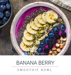 Banana Berry Smoothie Bowl   shakeology // recipe // smoothie // recipe // nutrition // eat clean // protein // smoothie bowl // fresh fruit // beachbody // healthy recipe // healthy food // 21 Day Fix