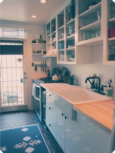 A bit rustic with a touch of modern in the door-less cabinets. Home Decor Kitchen, Diy Kitchen, Kitchen Ideas, Kitchen Stuff, Open Kitchen Cabinets, Wooden Countertops, Home Decor Inspiration, Kitchen Inspiration, Decor Ideas