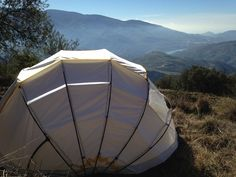 If you've ever been camping then you know how lovely a starry night sky is. Wouldn't it be nice to be able to lie in your tent and just pop off the roof and gaze at the stars? With Mollusc tent, you can pretty much do this. Mollusc tent opens and closes