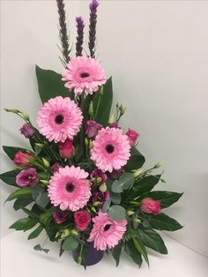 """Receive wonderful pointers on """"flowers arrangements"""". They are actually offered for you on our internet site. Contemporary Flower Arrangements, Flower Arrangement Designs, Beautiful Flower Arrangements, Beautiful Flowers, Small Flowers, Fresh Flowers, Altar Flowers, Church Flowers, Funeral Flowers"""