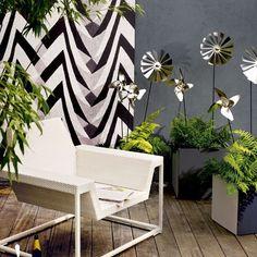 Team modern furniture with dark walls | Update your garden in 10 steps | Garden design ideas | PHOTO GALLERY | Housetohome