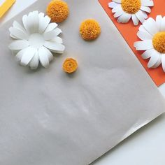 5 minute crafts videos Craft a bouquet of dainty daisies with this paper flower template for cutting machines. It also includes multiple daisy leaves to fill out your bouquet. Paper Flowers Craft, Large Paper Flowers, Crepe Paper Flowers, Paper Roses, Flower Crafts, Diy Flowers, Fabric Flowers, Bouquet Flowers, How To Make Flowers Out Of Paper