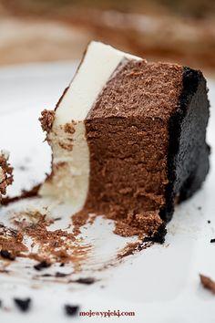 Cheesecake al cioccolato con mousse al cioccolato bianco