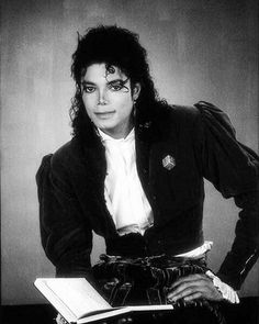 — Already 700 posts here *-* sometimes I think about deleting some posts but then can't choose - - .•* #michaeljackson #kingofpop #mj #badera *•.