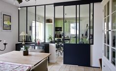 Sliding canopy between the kitchen and the living room by Style At Home, Sia Chandelier, Small Appartment, Interior Decorating, Interior Design, Home Staging, Office Interiors, Home Kitchens, Home Remodeling