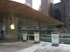 Oops! Apple's Fancy New Foster + Partners Store Isn't Up to Chicago Winters    [ By SA Rogers in Architecture & Offices & Commercial. ]  That MacBook Air-shaped roof on Apple's new Foster + Partners-designed storemay look cool, but it's also apparently pretty dange   http://feedproxy.google.com/~r/WebUrbanist/~3/BmKpS_4SE-0/