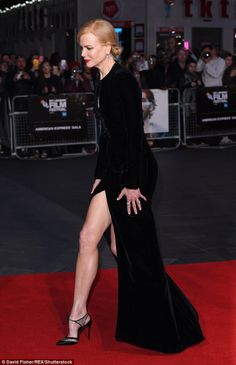 Nicole Kidman flashes her endless legs at Lion premiere in London Great Legs, Beautiful Legs, Nicole Kidman, Gothic Gowns, Actrices Hollywood, Velvet Gown, Keith Urban, Poses, Beautiful Celebrities