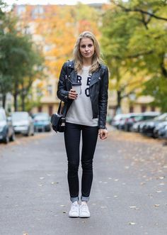 Your Complete Guide to What Shoes to Wear With Skinny Jeans: Sneakers With Skinny Jeans