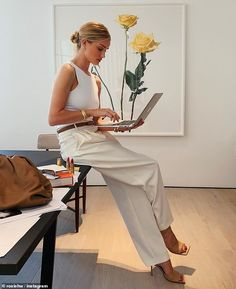 Rosie Huntington-Whiteley in all white with tan leather accessories- easy chic summer work style outfit Rosie Huntington Whiteley, Rosie Whiteley, Photoshoot Inspiration, Style Inspiration, Mode Outfits, Fashion Outfits, Fashion Clothes, Fashion Styles, Dress Fashion