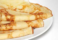 Delicious crepes are easy to make, with just a few hints. Learn how to make crepes properly and get lots of wonderful crepe recipes. Breakfast Toast, Best Breakfast, Breakfast Recipes, Dessert Recipes, Crepes Minces, Protein Crepes Recipe, Crepes Vegan, Melange A Crepe, Sweets