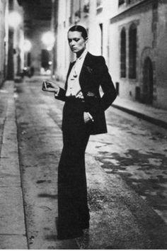 "Fou ""Le Smoking"" tuxedo for women by Yves Saint Laurent. Designed in Photo taken by Helmut Newton in Smoking"" tuxedo for women by Yves Saint Laurent. Designed in Photo taken by Helmut Newton in 1975 Smoking Tuxedo, Le Smoking, Smoking Ladies, Fashion Tag, Suit Fashion, Vintage Fashion, Vogue Fashion, High Fashion, Fashion Beauty"