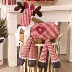 Scanneada da revista Sabrina Wohnen --- cute for a childs toy Christmas Sewing, Christmas Love, Homemade Christmas, Christmas Holidays, Christmas Projects, Holiday Crafts, Handmade Christmas Decorations, Creation Couture, Christmas Animals