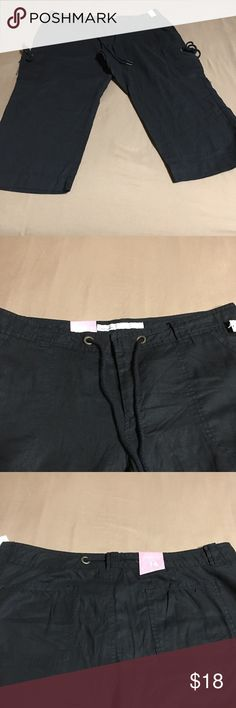 Old Navy Women's Capri Linen Pants Size 16 Capri pants with two pockets on the side and the back. New With Tags Old Navy Pants Capris