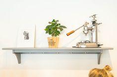 Die Brüher - Ein Coffeedate bei 35 Grad in Linz - coral and mauve Mauve, Coffee Shop, Coral, Furniture, Home Decor, Linz, Coffee Shops, Coffeehouse, Decoration Home