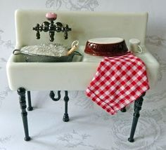 DIY bubbly water plus I love the clay pan drying on the side   Source: All About Dollhouses and Miniatures