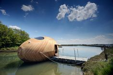 A Mobile Aquatic Pod Home For Ultra-Minimal Living