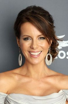 celebrity hairstyles Kate Beckinsale Kate Beckinsale hairstyle side part updo casual updo sideswept bangs messy bun Kate Beckinsale, Wedding Hair Front, Long Bridal Hair, Long Hair, Bridal Updo, Wedding Updo, Wedding Stuff, Bangs Updo, Hairstyles With Bangs