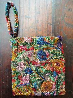 bolsa de brocado bordada com miçangas